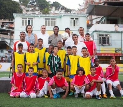 SHELL AND PELÉ UNVEIL FIRST FOOTBALL PITCH TO BE POWERED BY PLAYERS' FOOTSTEPS